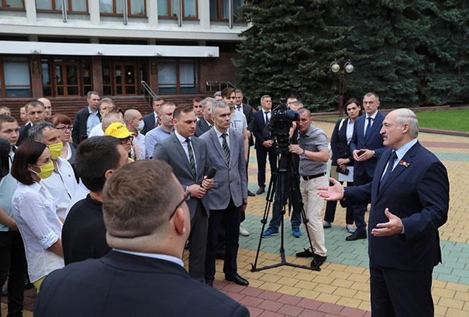 """Łukaszenka w Brześciu: Nie jestem """"wąsatym karaluchem"""" a urzędującym prezydentem"""