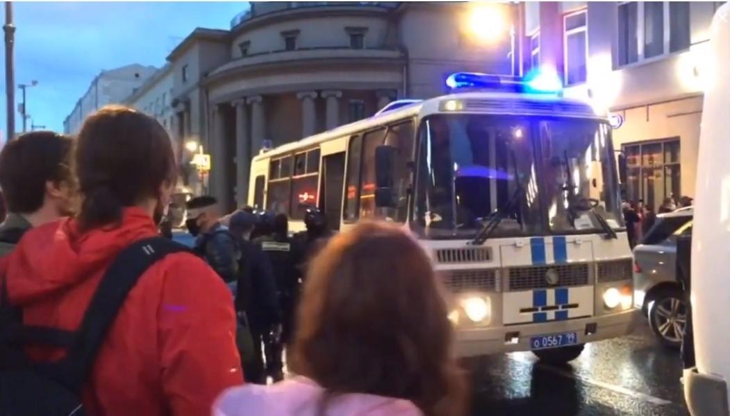 Moskwa: masowe aresztowania protestujących przeciwko zmianom w konstytucji