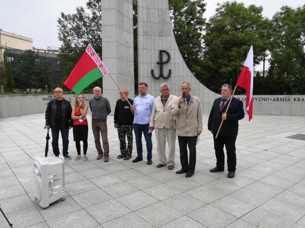 Protestujący pod Sejmem RP w obronie władzy Alaksandra Łukaszenki
