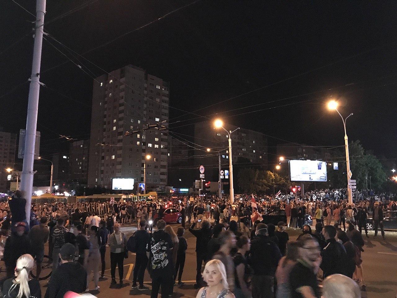 Drugi dzień protestów w Białorusi. Pierwsza ofiara, wezwanie do strajku.