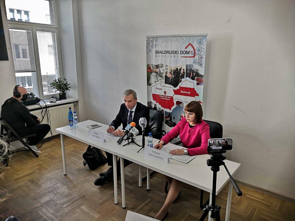 Członkowie Rady Koordynacyjnej białoruskiej opozycji Paweł Łatuszka i Volha Kavalkova wystąpili na konferencji prasowej w Warszawie
