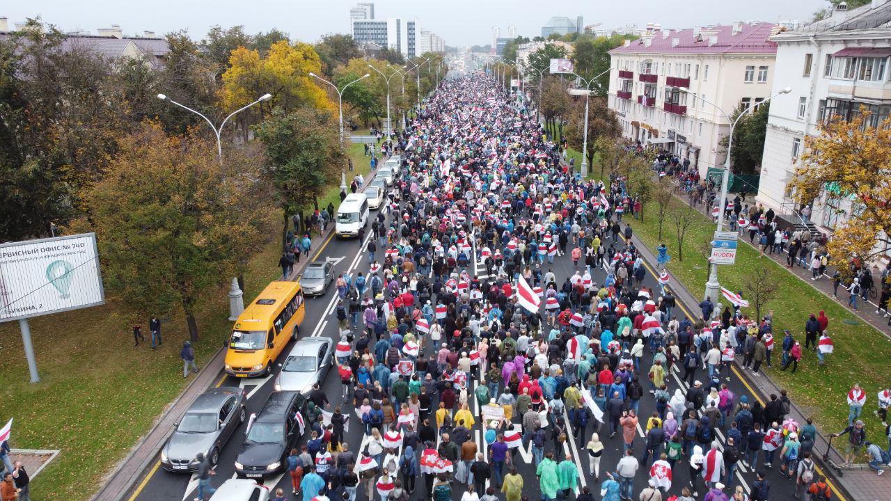 50 dzień protestów w Białorusi. Macron wzywa Łukaszenkę do odejścia