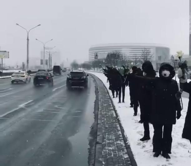 Białorusinki utworzyły w Mińsku Łańcuch Solidarności z uwięzionymi kobietami