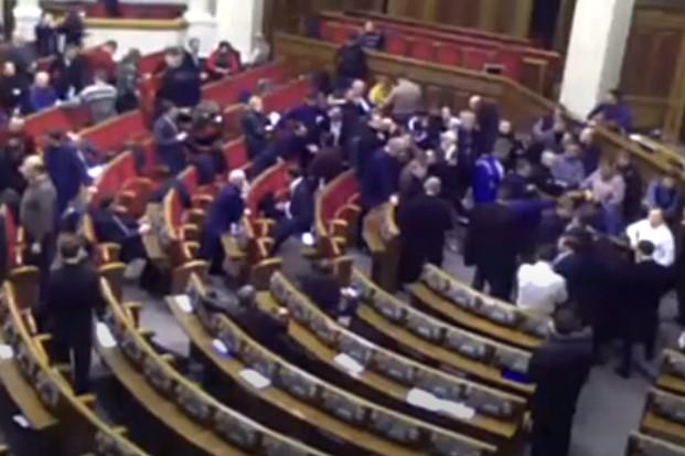 Sprzeczka zakończona bójką podczas obrad Rady Najwyższej Ukrainy