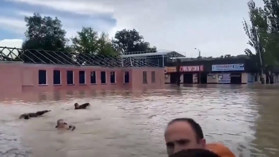 Powódź po ulewnych deszczach na Krymie. Pod wodą znalazł się m.in. Kercz