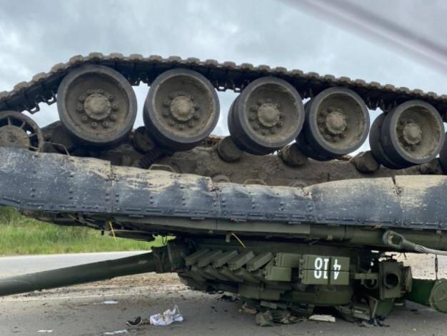 Ciężki poniedziałek rosyjskich wojskowych. Podczas transportu zgubili… czołg