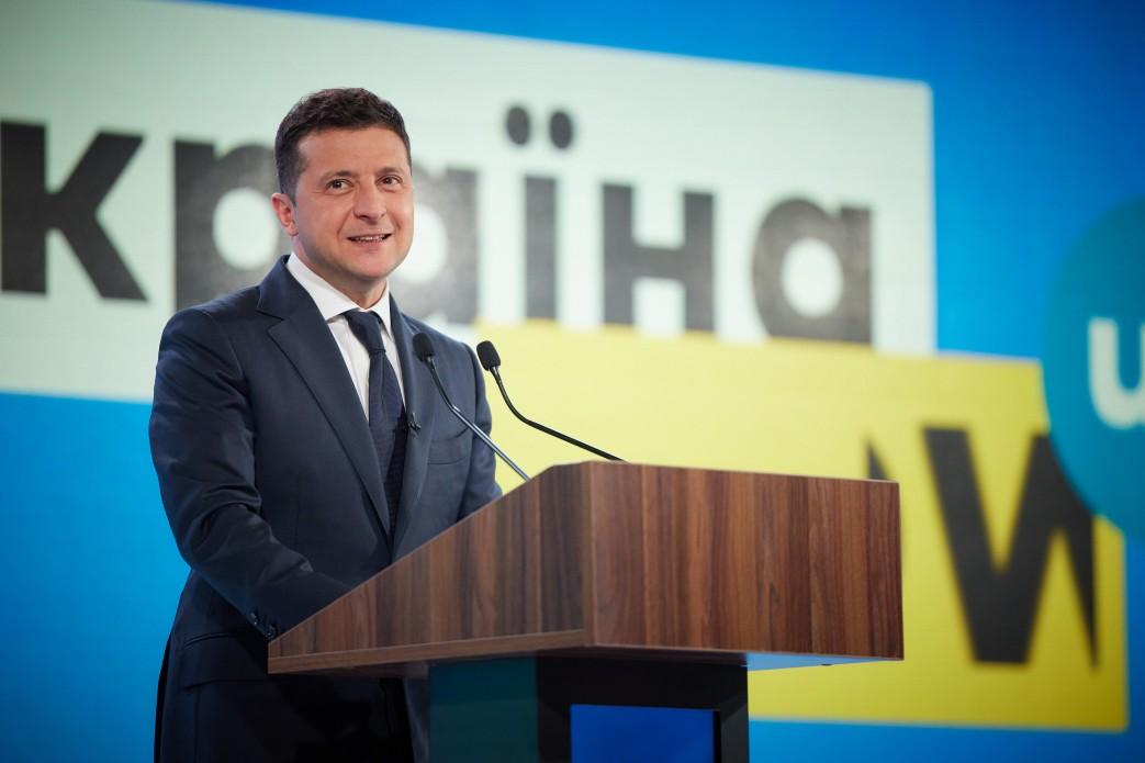 Zełenski obiecał pomoc finansową dla 150 000 dzieci przed rozpoczęciem roku szkolnego. Kto otrzyma środki pieniężne?