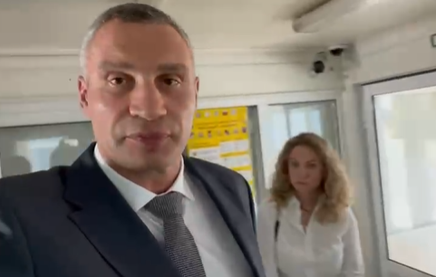 Kliczko niedopuszczony do Merkel na lotnisku w Boryspolu