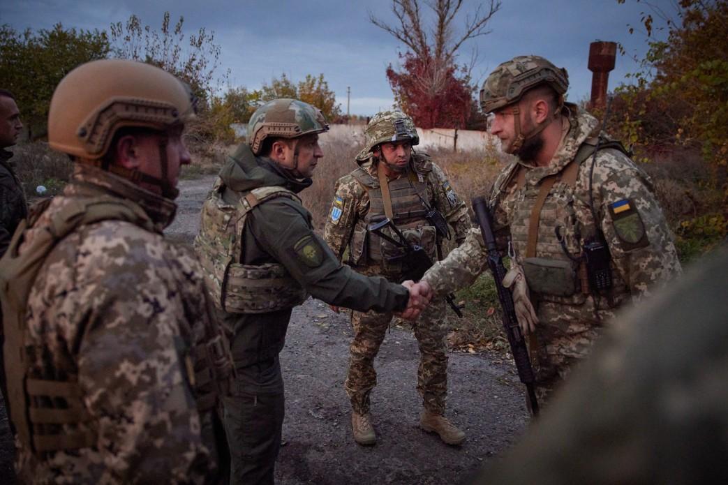 Zełenski odwiedził żołnierzy w Donbasie